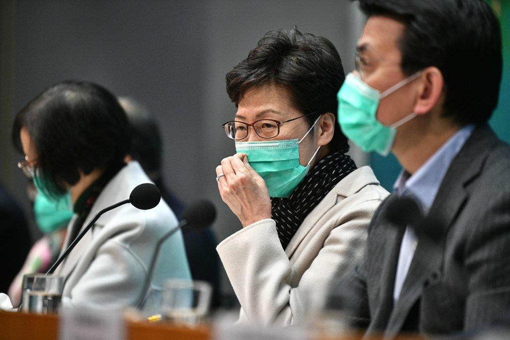 Глава администрации Гонконга Керри Лэм в маске